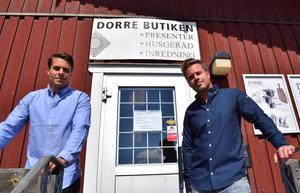 Dorre har en mindre butiksförsäljning intill kontoret och lagret i industriområdet i Islingby.