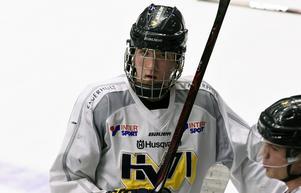 Simon Holmström, 16, har gjort en poängmässigt bra säsong i både J18 och J20.