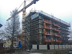 Ludvikahem står nu med  67 lägenheter som kan hyras ut inom tre månader. Bolaget tror dock inte att det blir några större problem att få de 52 lägenheterna i det pågående nybygget uthyrda.
