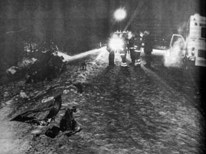 Vrakdelar var utspridda över hela vägbanan. Foto ur ÖP 27 december 1991.