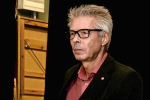 Opinionsbildningstal hör inte hemma vid allmänhetens frågestund konstaterar fullmäktiges ordförande Arnold Bengtsson (S).