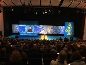 Stora applådåskor hälsade Jan Björklund när han kom för att hålla ett av sina sista tal som partiledare för Liberalerna. Sittplatserna i den stora salen på Aros Congress Center var fyllda.