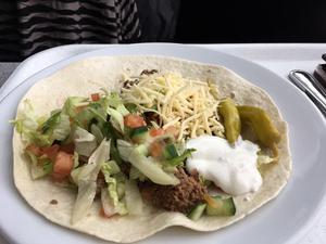 Eleverna smaskade gladeligen i sig tacosen. Foto: Lunchkollen