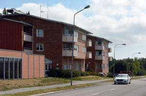Alnö Servicehus ligger längs Färjevägen.