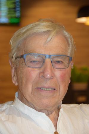 Åke Temnerud heter arkitekten som ritade Scandic Hotell i Borlänge.
