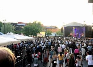 Viktoria Tolstoy upptråder på Å-festen inför 1 500 personer.