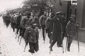 Röda Korset ordnade transporter med tåg genom Sverige av invalidiserade krigsfångar från Tyskland, Ryssland och Österrike-Ungern mellan åren 1915-1920 under och efter första världskriget.
