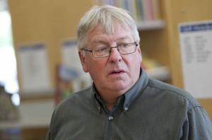 """""""Vi är trångbodda och arbetar i dag i sju olika nivåer"""", säger bibliotekschefen Conny Persson."""
