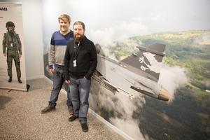 Ricardo Zanone och Rafael de Mello Villatore jobbar på Saab i Arboga med testsystem för JAS Gripen.