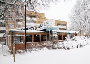 Byggnaden i hörnet av Stenebergsparken på Brynäs har vuxit från kiosk till restaurang.