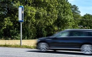Fortsätt med att placera ut hastighetskameror efter Ortviksvägen och Medborgargatan i Skönsberg, i båda riktningarna, skriver signaturen