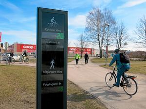 Cykelräknare vid Pilgatan i Västerås (Röda torget). Åsa Kfouri vill även se en sådan i Hallstahammar.