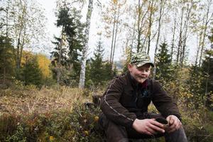 Oskar Åsåker jagar både i Forsa och i Ramsjö.