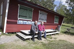 Kiosken vid Kyrkviken har en närapå hundraårig historia och nu ser Robert Hamberg och Per-Ragnar Fredriksson till att den återöppnas. Personal från arbetsmarknadsenheten och feriejobbande ungdomar kommer att sköta det praktiska.
