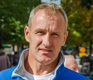 Stefan Falk (L).