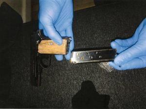 Bild: PolisenI mannens bostad hittades en skarpladdad pistol av kaliber 7.65. Åklagaren menade att det handlade om grovt vapenbrott. Tingsrätten bedömde det dock som vapenbrott av normalgraden.