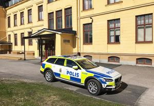 En polispatrull och en skola tömd på elever. Det var bilden efter det andra hotet mot Härnösands gymnasium.