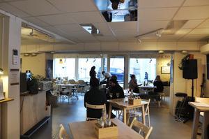 Heim-gänget bjöd in till Heim session volume 12 på Thomeégränd med vernissage på temat inlandet. Den stundande kvällen erbjöd meny av lokal mat, foton av Jens blixt och konst av Jonas C Wilhelmsson.