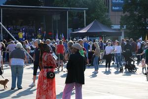 Strax innan invigningen startade fylldes Stortorget med människor från hela Gävle.