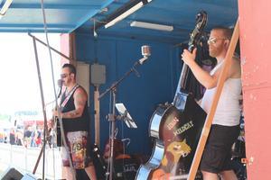 John Wildcat med sitt band, var nästa upp på scen och spelade genom sina egna låtar.