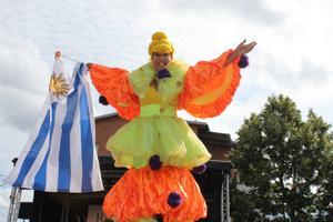 Rimbos torg förvandlades till en sydamerikansk gatufest för ett litet slag.