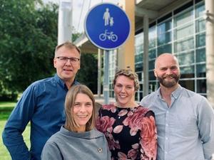 Johan Holmström, Maria Saxe, Elin Karlsson och Lars Strömgren arbetar utifrån olika perspektiv för att tillsammans få fler människor att välja cykeln.  Foto: Länsstyrelsen Dalarna.