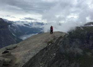 För tre år sedan besteg Sofia och Ted stenformationen Trolltunga, som ligger 1 100 meter över havet  i södra Norge.