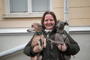 Eva Larsen, 39, undersköterska, Norberg, med italienska vinthundarna Felixa och Zehra:– Ja du... Jag gissar att det finns i gamla kommunhuset. I hela kommunen kanske det finns tre stycken?