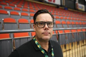 Fredrik menar att satsningen på dam– och ungdomsishockey ligger på hans agenda som klubbens nya kanslichef. – Det är fler än vi som har problem med att hitta tjejer till damishockeyn och tillsammans kan vi göra det bättre, menar han.