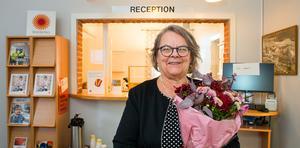 I 34 år har Gunilla Thelin arbetat på kartongfabriken i Fors. Nu har hon dock stämplat ut för sista gången, och uppvaktades på sin sista arbetsdag med såväl blommor som tårta.