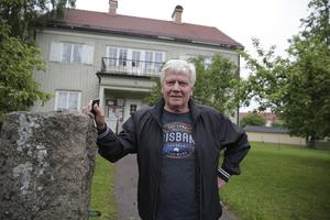 Åke Henriksson och alla hans PRO-kamrater vill gärna vara kvar i PRO-huset. Men man vill se en rust av lokalerna, något som kommunen som fastighetsägare för närvarande inte alls är intresserad av.