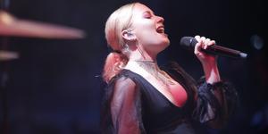 Wiktoria på scen under Södertäljefestivalen – LT träffade artisten strax innan uppträdande bakom scen och då var hon taggad för att få sjunga för Södertäljepubliken.