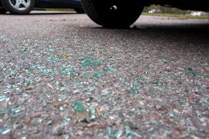 Bilden är en genrebild. Enligt polisen var bakrutan på bilen spräckt.