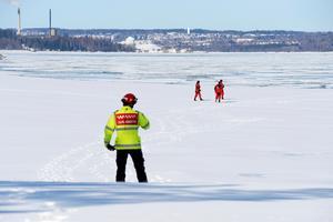 Räddningstjänsten undersökte larm om barn på isflak i Sundsvall.