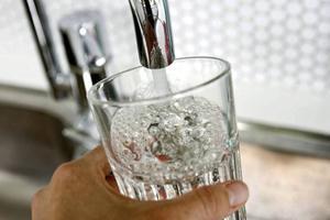 Vattnet är fortsatt avstängt i Grängshammar på grund av en vattenläcka.