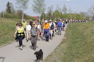 Deltagarna gick runt hela Köping, bland som här längs Ringvägen.