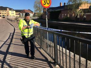 Avspärrningarna i centrala Falun hävs, efter att det misstänkta föremålet som hittats vid polisstationen visade sig inte vara någon bomb.