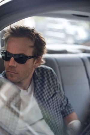 Glanslös stjärna. Johnny (Stephen Dorff) är ett tomt paket bakom solglasögonen.Foto: Merrick Morton