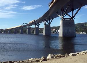 Åtgärderna som ska lösa problemen med Sundsvallsbrons rostande brostöd får vänta. Anledningen är att Trafikverket är osäker på vilken metod som ska användas och tänker utreda saken vidare.