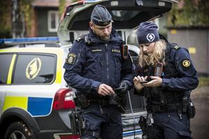 Polisen har koncentrerat sökandet efter den försvunne mannen både kring mannens hem i centrala Grycksbo och i skogarna runt omkring orten.