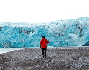 Ett gevär är ett måste under utflykter på Svalbard. Isbjörnarna är många, även om guiderna har rätt bra koll på dem. Foto: Sailing fair winds