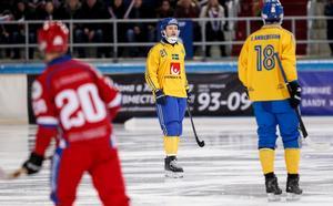 Sveriges Christoffer Edlund under VM-finalen mot Ryssland. Bild: Rikard Bäckman/Bandypuls.se /TT.