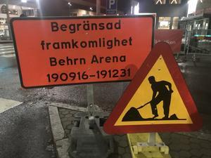 Begränsad framkomlighet till och med den 31 december, står det vid byggarbetsplatsen vid Behrn arena. Men bygget kommer inte att vara klart förrän i vår.