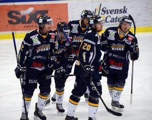 Isak Pantzare, längst till höger, stortrivs i Borlänge Hockey.