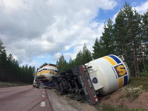 En stillastående lastbil orsakade stora trafikstörningar på väg E45 en mil norr om Orsa.