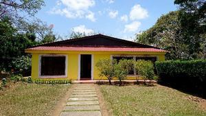 Anns gyllene hus med 6 rum och kök. Till huset ingår en kaffeplantage och en regnskog med massor av fruktträd.