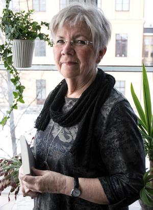 """""""Det är inte så många som skriver om vanliga kvinnor runt sjuttio, men det känns naturligt eftersom jag själv är i den åldern"""" säger Eva-Mari Heimer."""