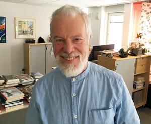 Knapp-Bertil Eriksson gillar musik som berör. Själv sjunger han i kyrkokör och är med i spelmansgille.