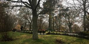 Även minneslunden på Hovdestalunds kyrkogård hade länsats på koppar rapporterar Sveriges Radio.