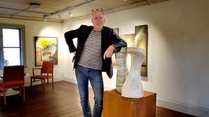 Åke Törnqvist kallar sig hellre bild- och formhantverkare.